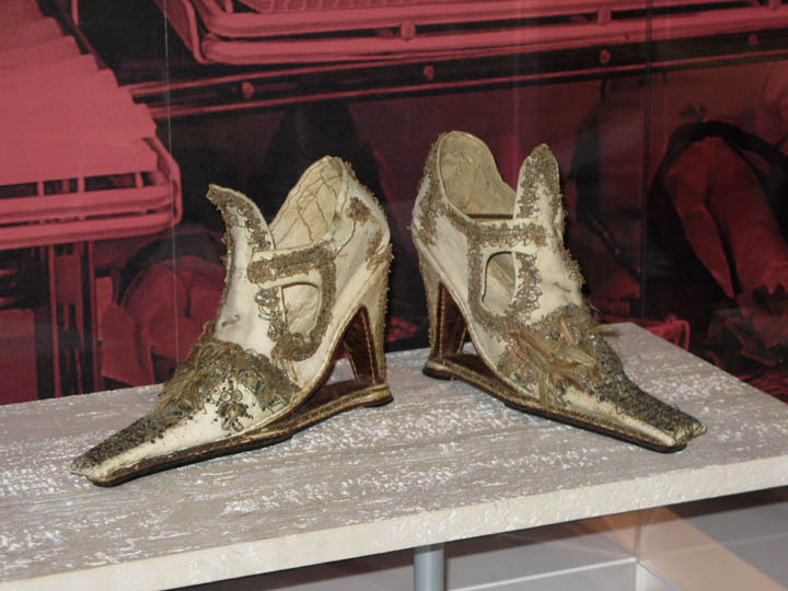 Shoes from the Court of Queen Elizabeth I, Bata Shoe